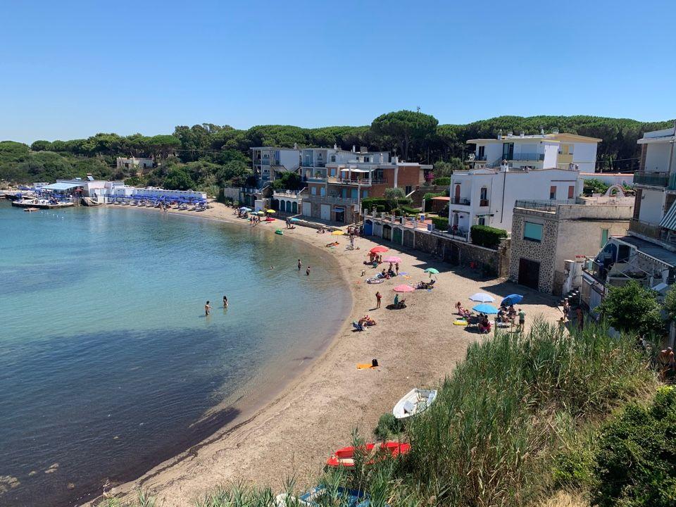 «Sant'Agostino, urgono un passo a mare, spiaggia  più pulita e maggiori controlli»