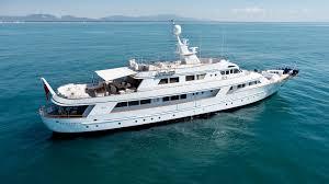 Covid, due yacht fermi in porto in attesa dell'esito dei tamponi: uno è il Syrahmy