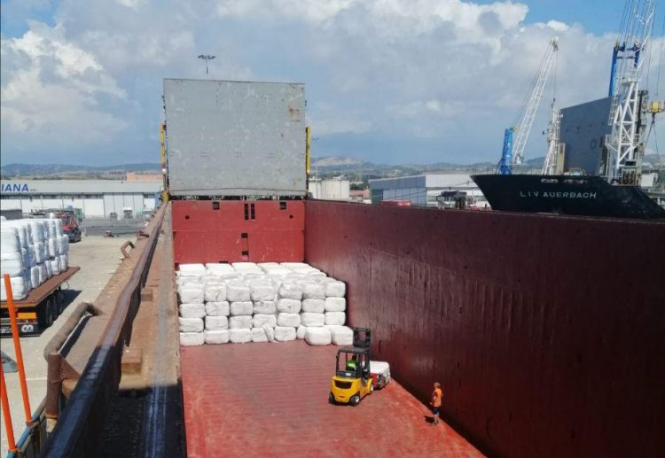 Traffico merci, 3000 tonnellate di Css caricate su una nave in meno di tre giorni