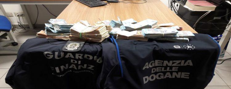 Porto di Civitavecchia: sequestrati 100mila euro in contanti