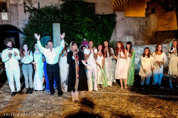 """Successo per lo spettacolo itinerante """"Incontro con Dante"""" al castello di Santa Severa per le Giornate Europee del Patrimonio 2020"""