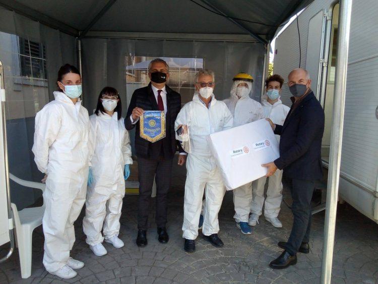 Rotary, donate visiere protettive al Centro diagnostico Buonarroti