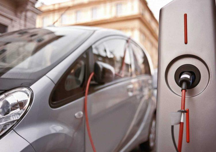 Ogni nuovo palazzo      avrà dispositivi di ricarica      per le auto elettriche
