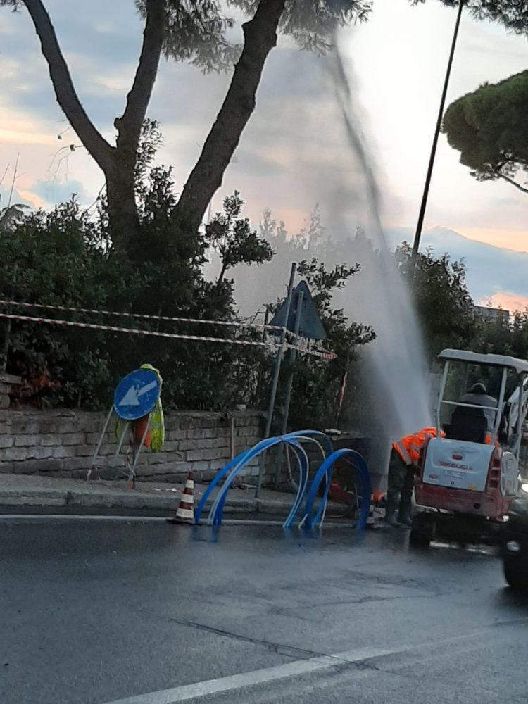 Lavori per la fibra, danni in zona Faro