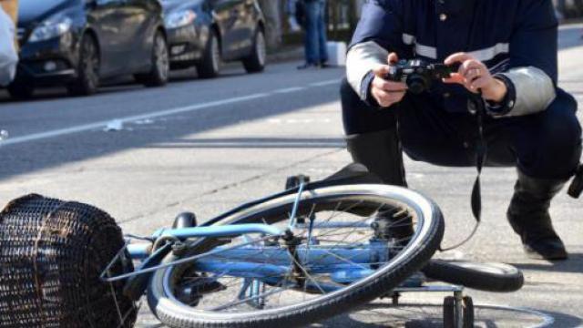 Ciclista di Tarquinia travolta da un'auto: morta sul colpo