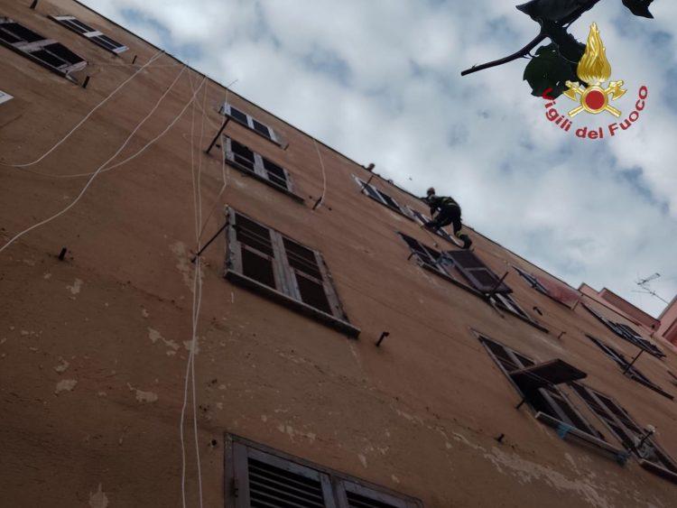Trovato senza vita in casa a via Betti: intervento dei Vigili del fuoco