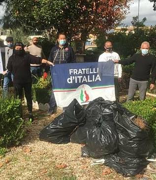 """""""Patria e Libertà""""      ripulisce il giardino      Quinto Pasquino"""