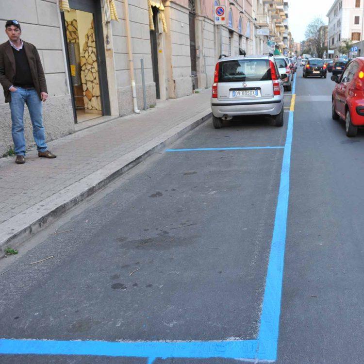 Consiglieri e assessori potranno parcheggiare gratuitamente sulle strisce blu