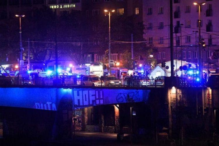 Attentato terroristico a Vienna: spari e terrore in diversi punti della città