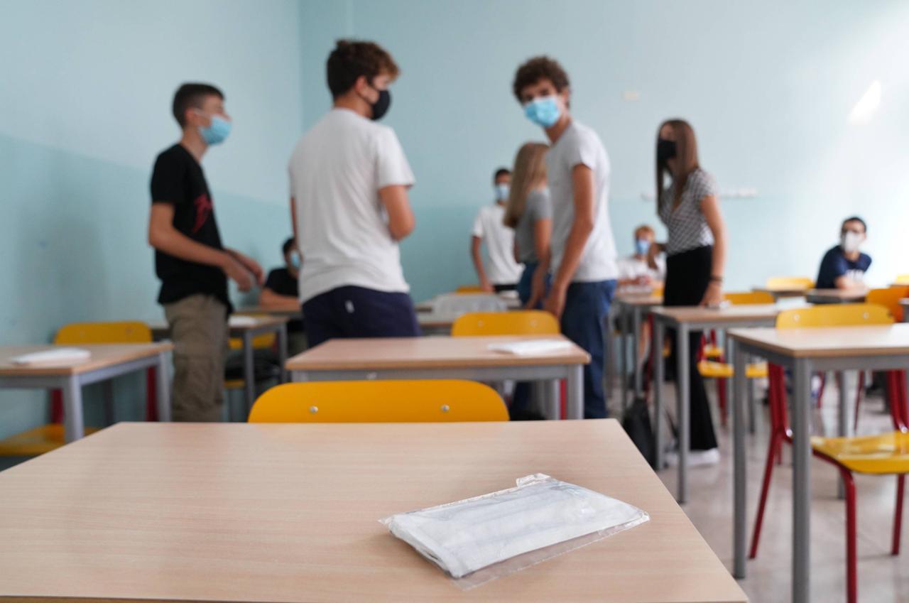 Covid e scuola, la campagna di screening apre anche al personale