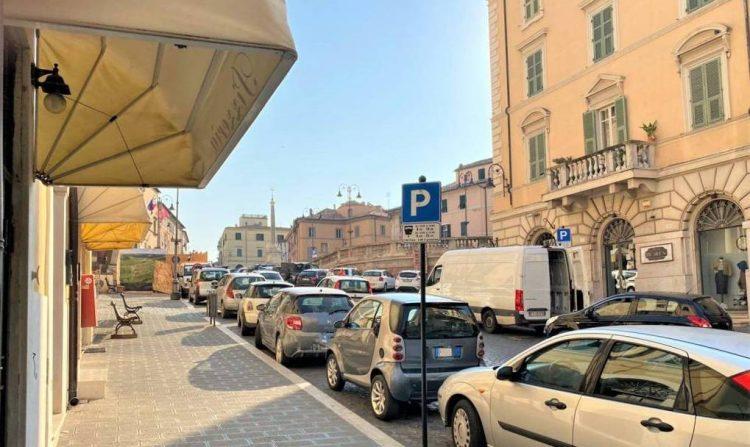 Sosta gratuita a tempo in via Felice Cavallotti e piazza Nazionale