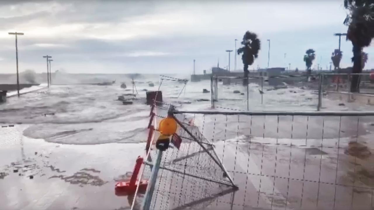 Maltempo e mareggiata: Marina invasa dall'acqua