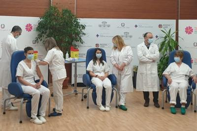 Vaccino Covid in Italia, primi vaccinati allo Spallanzani nel V-day