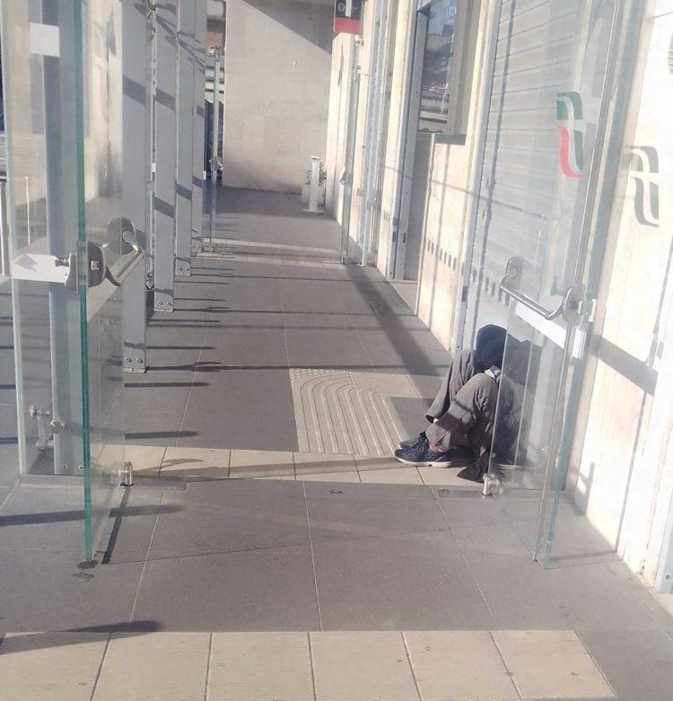 «Aprite la stazione     ai senzatetto»