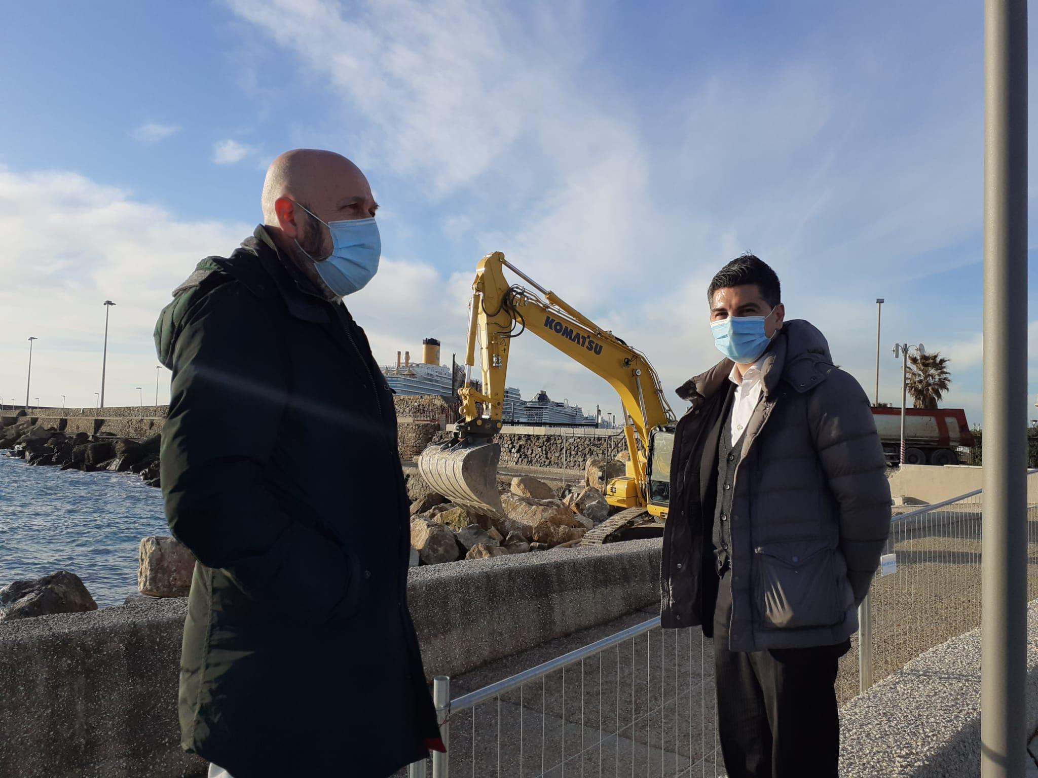 Marina, via al rifacimento della barriera protettiva dell'Anfiteatro