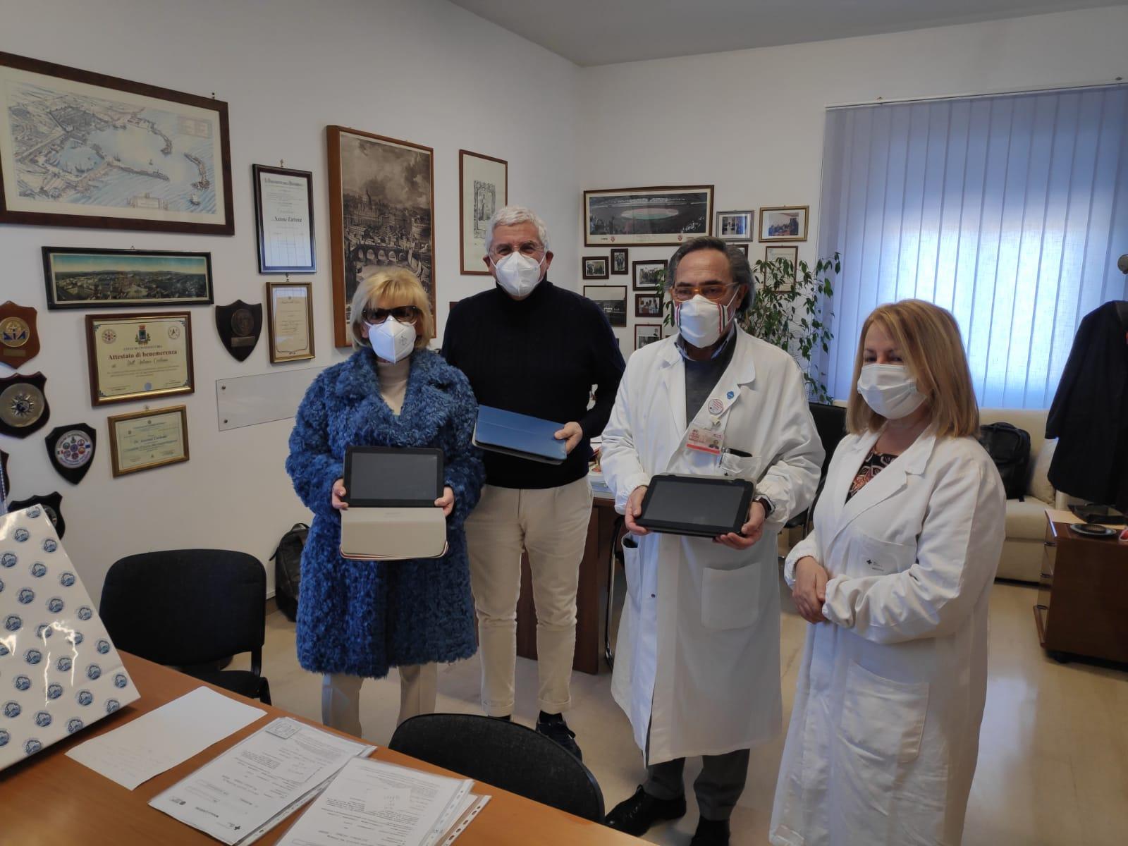 Ospedale san paolo, donati 8 tablet per i degenti