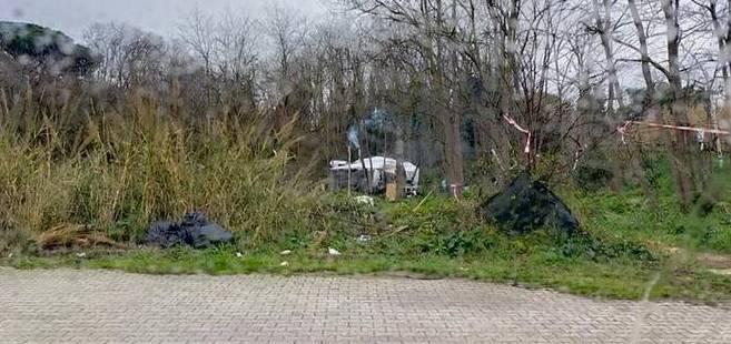 «Un altro insediamento abusivo a ridosso del cimitero»