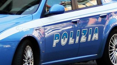 Danneggia taxi: bloccato e denunciato dalla polizia