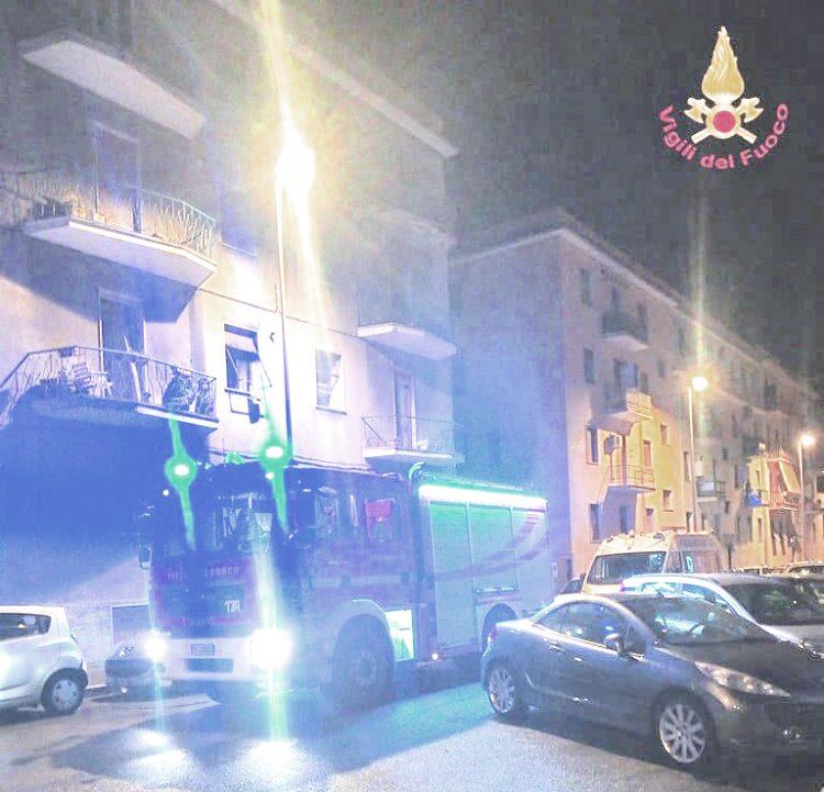 Incendio in un appartamento di via Bramante