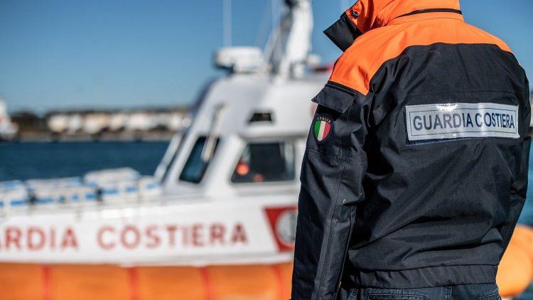 Porto di Civitavecchia,  nave mercantile danneggiata fermata dalla Guardia costiera durante lo sbarco di ferrocromo