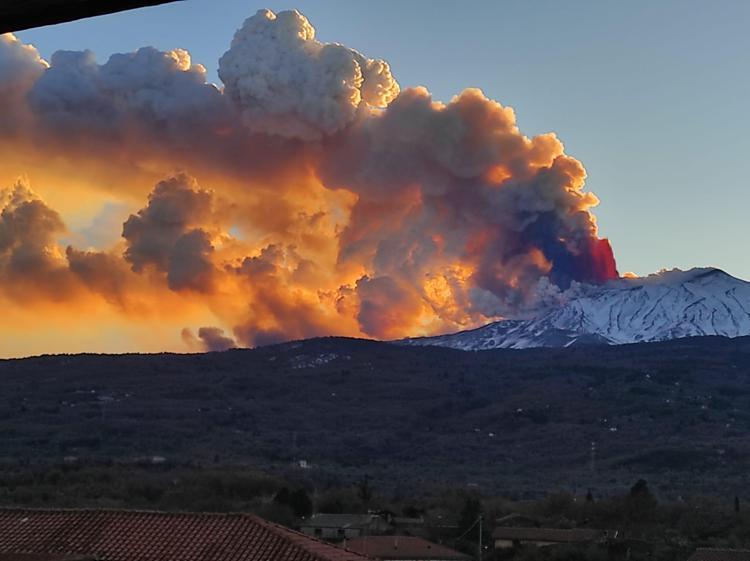 Etna, Catania si è svegliata coperta dalla cenere