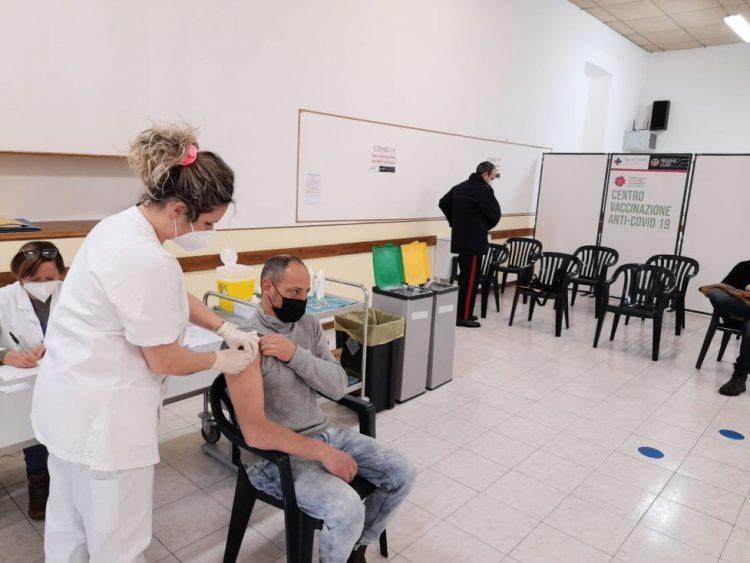 Vaccini anti Covid alle forze dell'ordine: attivo da stamane il centro di Tarquinia