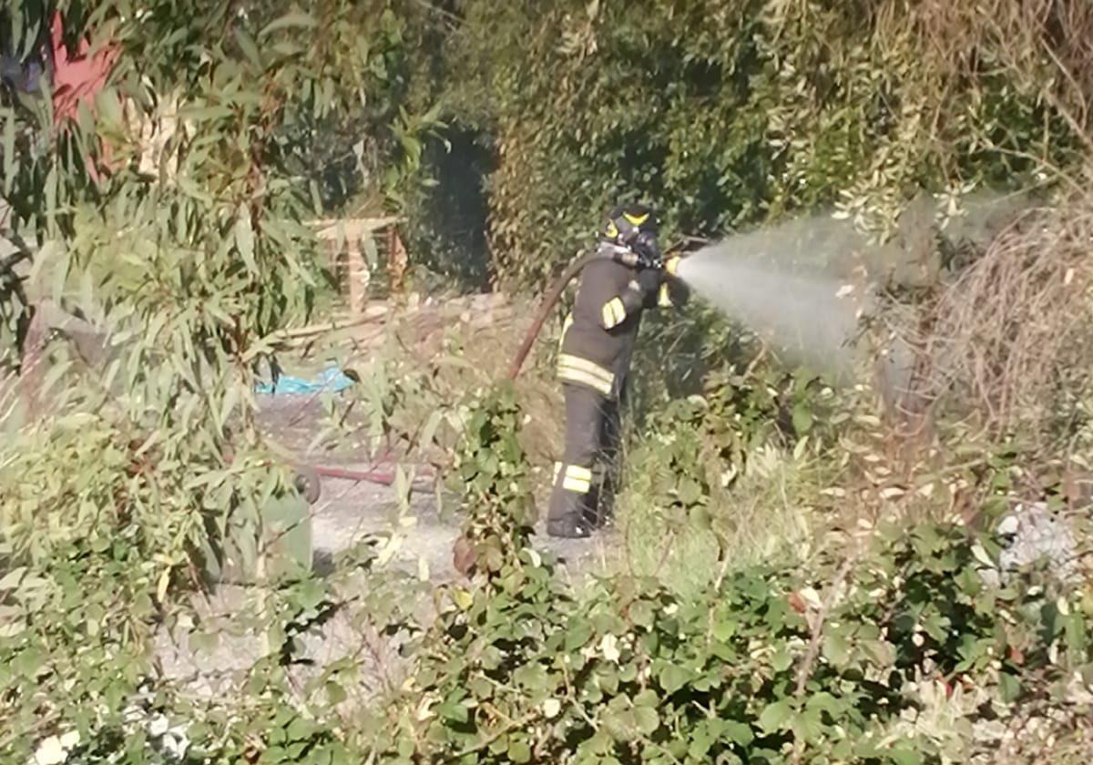 Incendio sulla Braccianese Claudia: intervento dei Vigili del fuoco