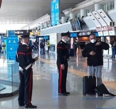 Tampone Covid, in aeroporto con un     certificato falso: nei guai un turista francese