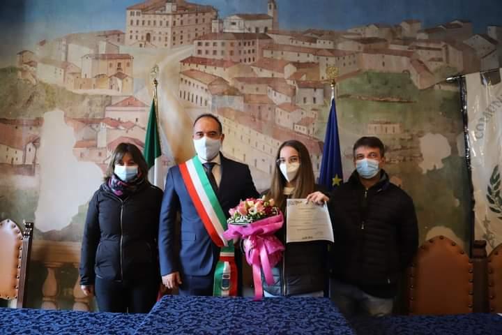 Sara Mihaela Cojocaru  la prima  a ricevere la cittadinanza italiana