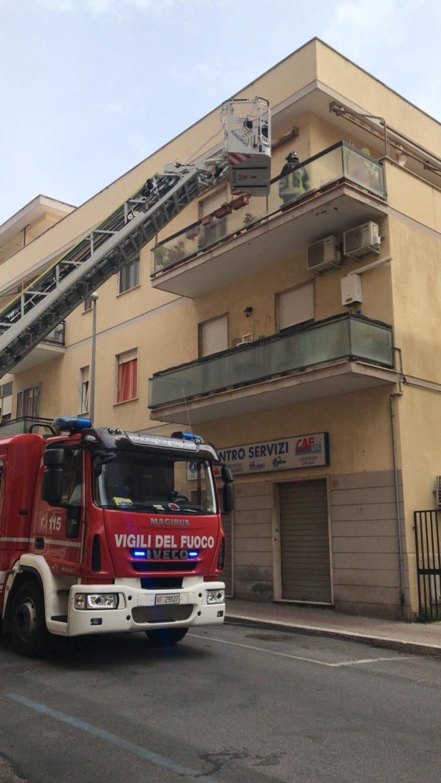 Si barrica in casa con una bombola Gpl: salvata dai Vigili del fuoco