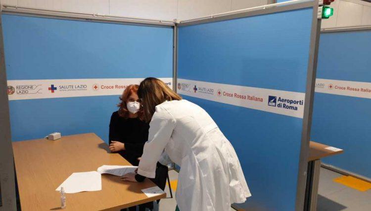 Hub vaccinale dell'aeroporto,      l'assessore regionale D'Amato:      «A breve aperto anche di notte»