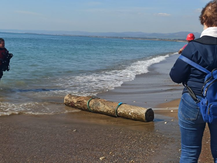 Ritrovati nel fondo del mare una colonna e un capitello romano