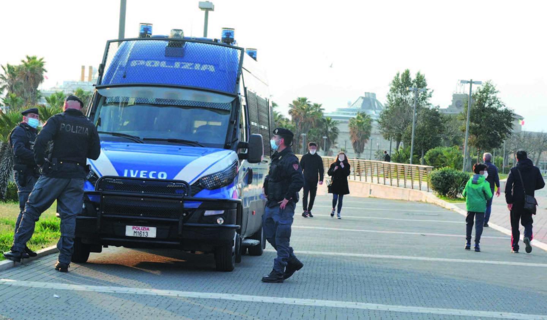 Covid, controlli delle forze dell'ordine su tutto il territorio
