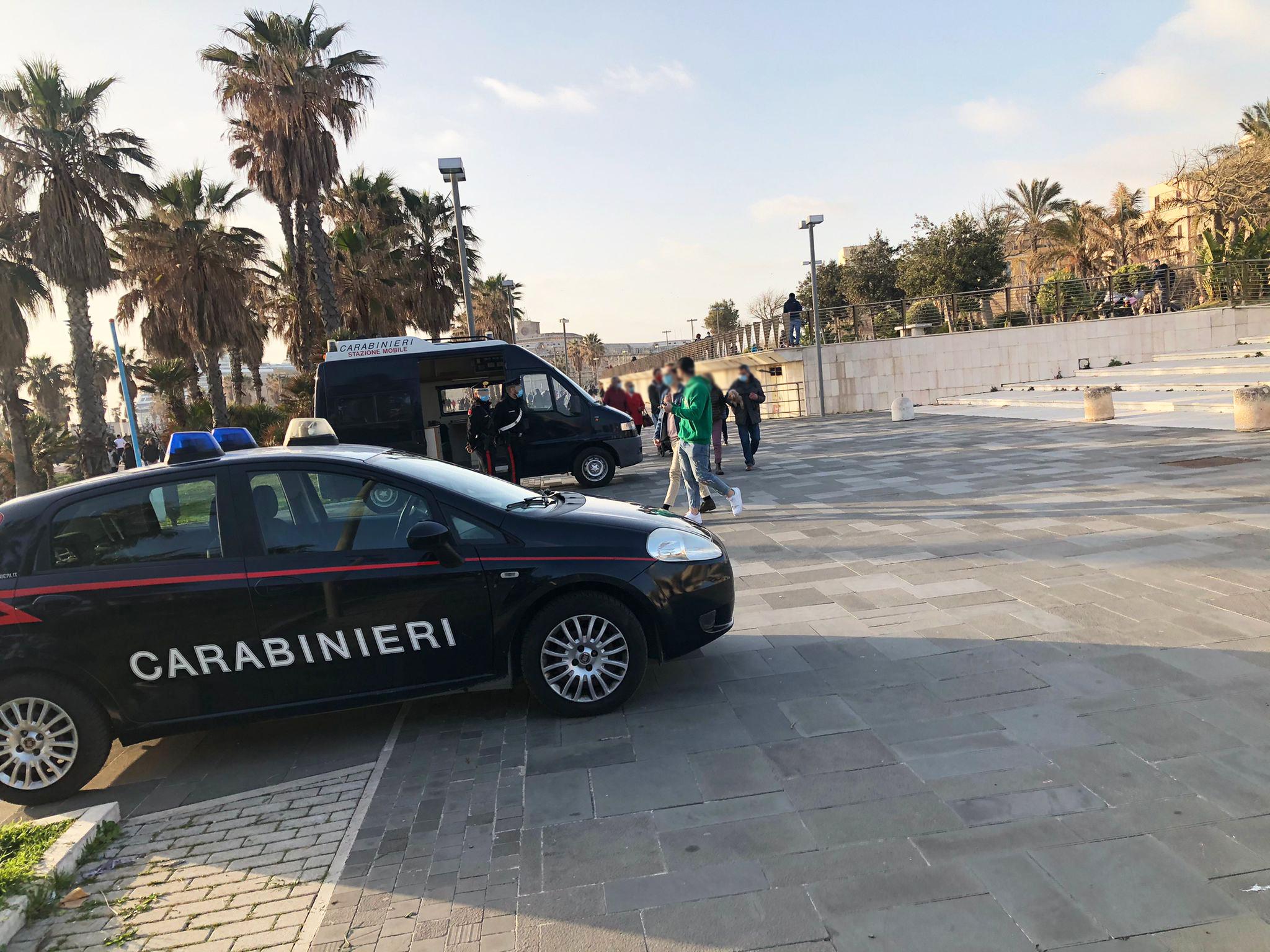 Civitavecchia, viola la quarantena per un aperitivo: intervento di ambulanza e carabinieri al Ghetto