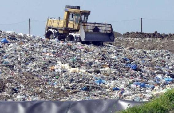 Inchiesta rifiuti, il M5S: «Non proviamo stupore»