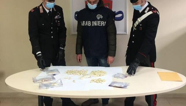 In volo dalla Nigeria a Fiumicino      con 112 ovuli di eroina     nascosti dentro lo stomaco