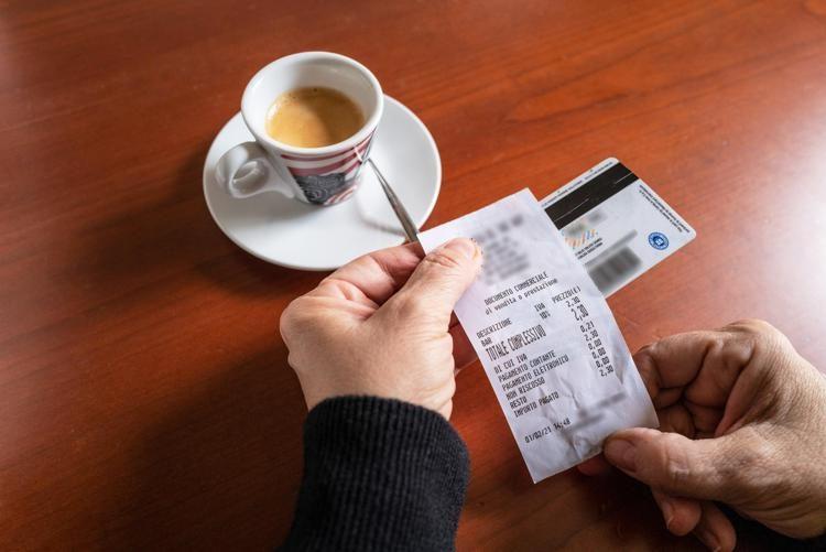 Lotteria degli scontrini, oggi la prima estrazione. Ecco le chance di vincere