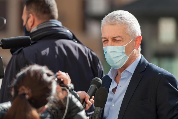 """Blitz del senatore M5S Morra in centro vaccini, il medico: """"Mi ha aggredito, lo denuncio per abuso di potere"""""""