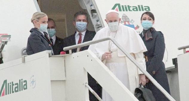 Il Papa all'aeroporto dopo 15 mesi:  in Iraq con un volo Alitalia Covid-free