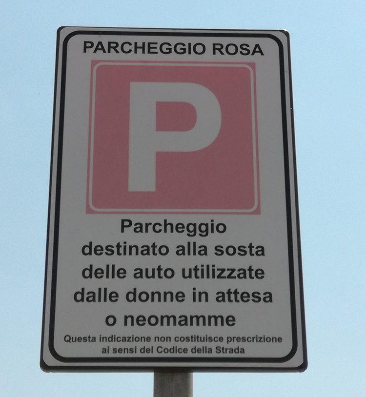 Gruppo M5S: i parcheggi rosa esistono già da due anni