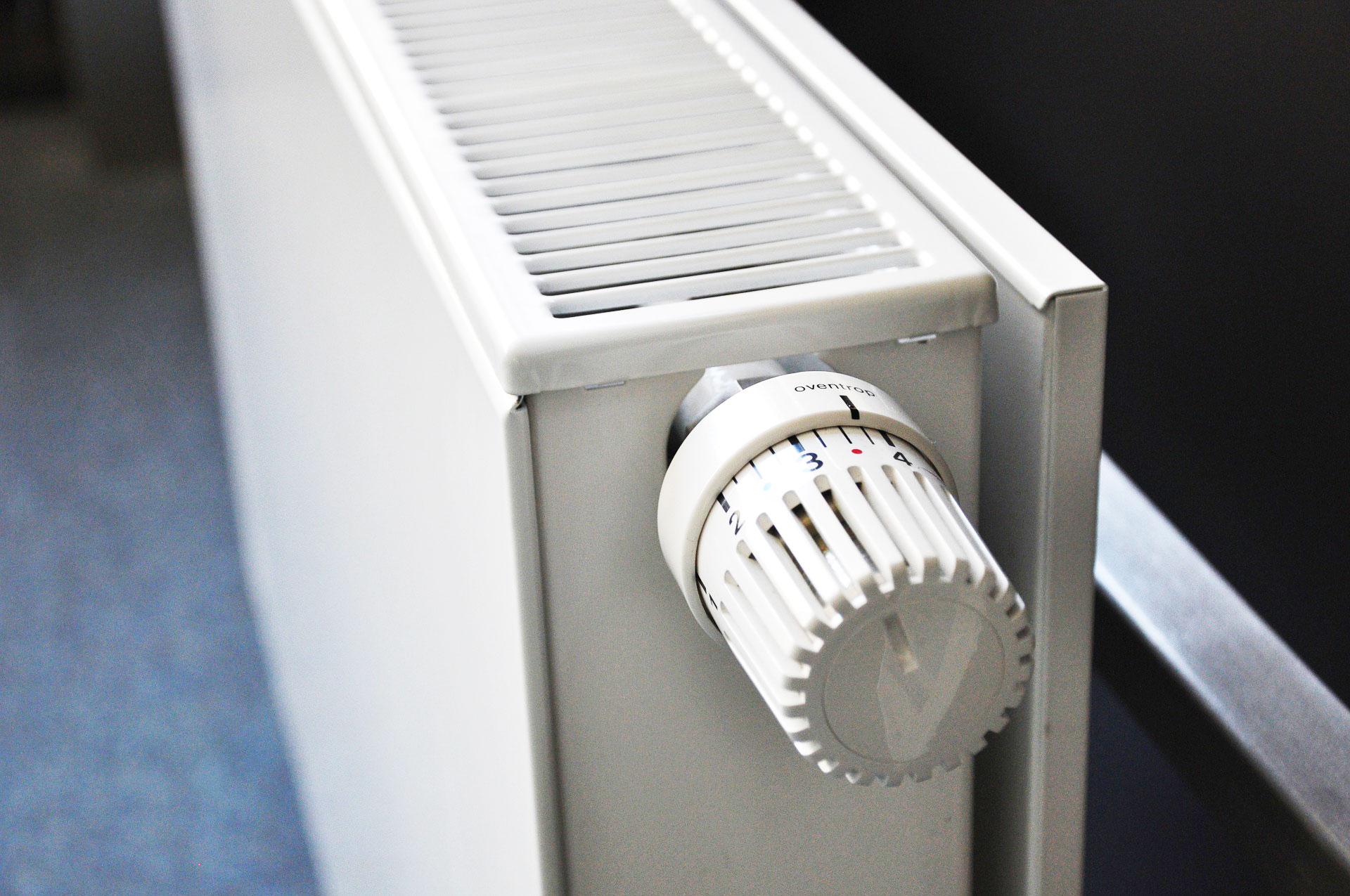Scendono le temperature e si alzano i consumi: come risparmiare sul riscaldamento in inverno