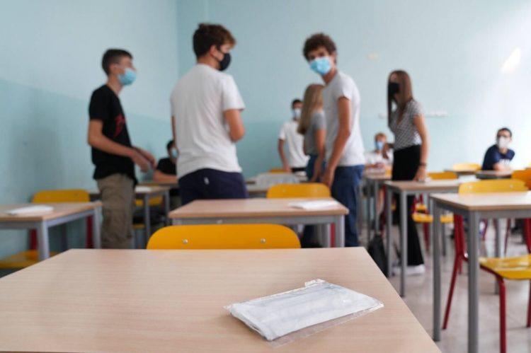Scuola nei mesi estivi: fa discutere l'idea
