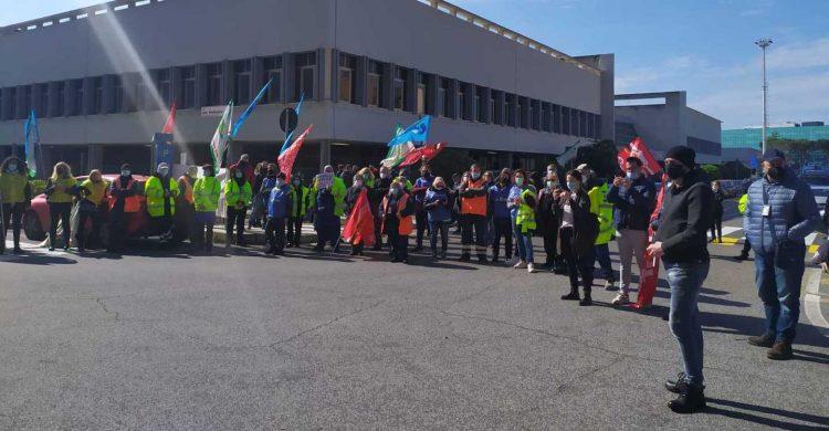 Alitalia: continua la protesta