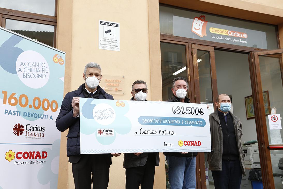 Conad nord ovest dona 87mila euro alla Caritas