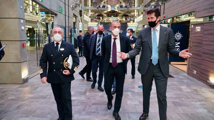 Crociere in sicurezza e ripartenza: il sottosegretario Costa a bordo di Msc Grandiosa