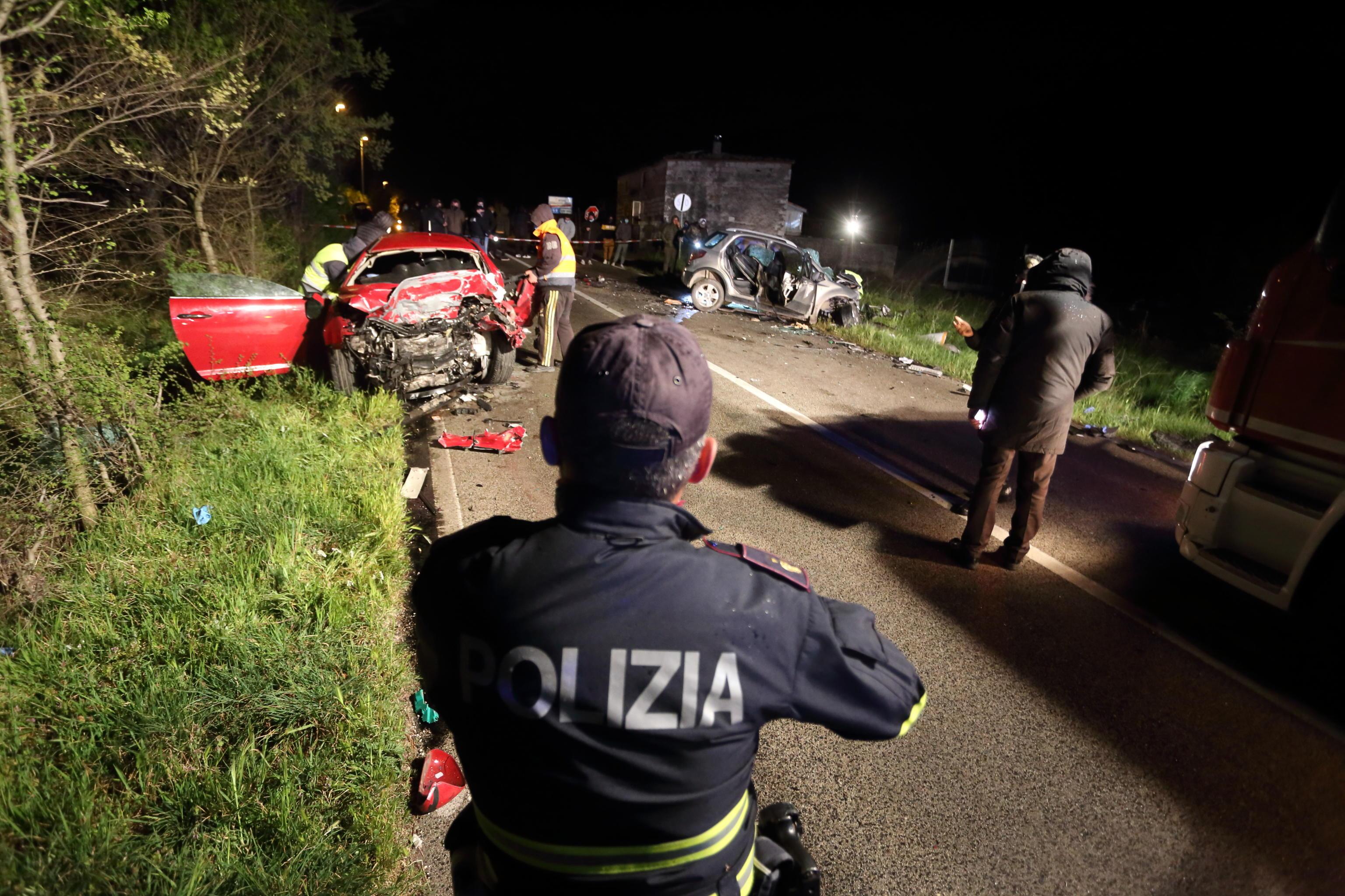 Tragedia in diretta social. Frontale sulla Casilina: 4 morti, tre sono ventenni