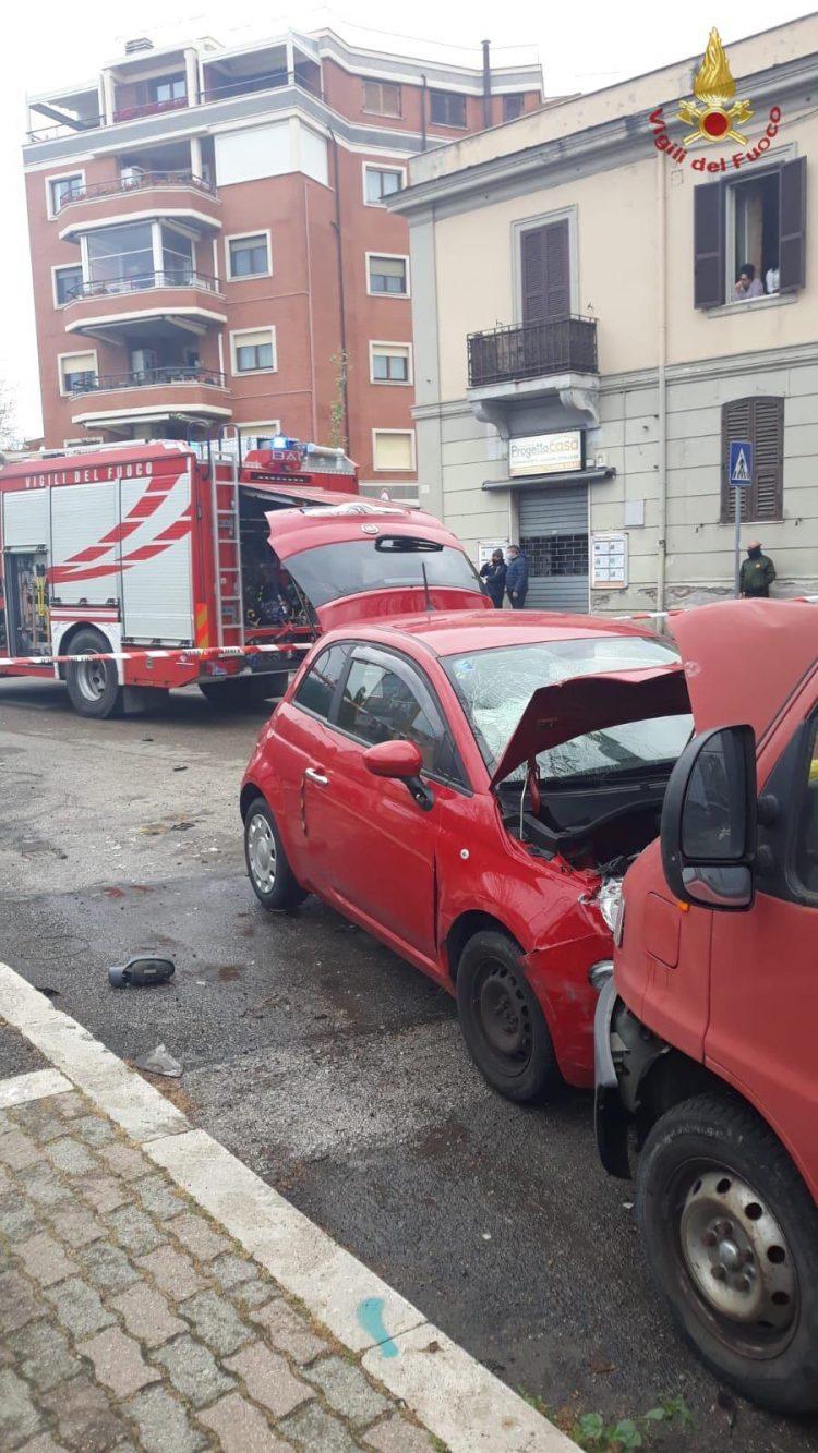 Auto contro furgone: donna soccorsa in via Roma