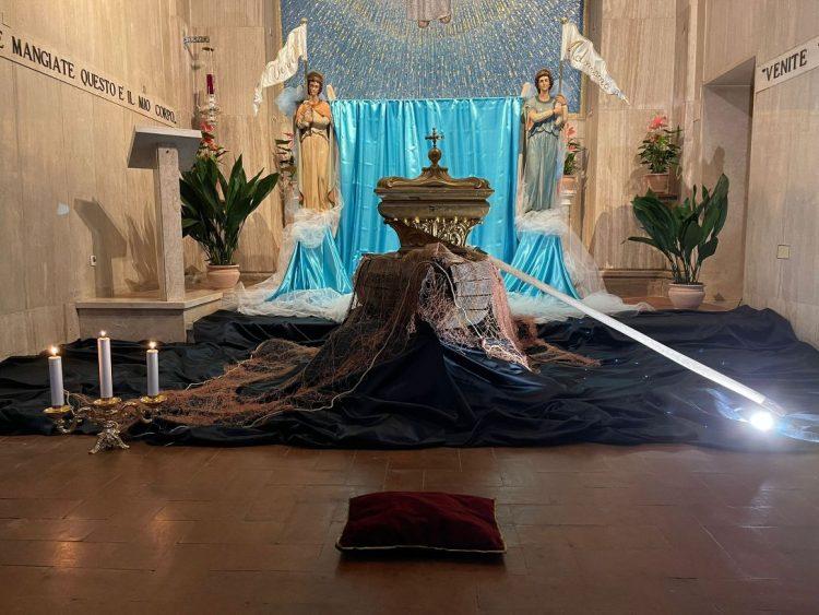 Deposto il santissimo sacramento  negli altari della reposizione