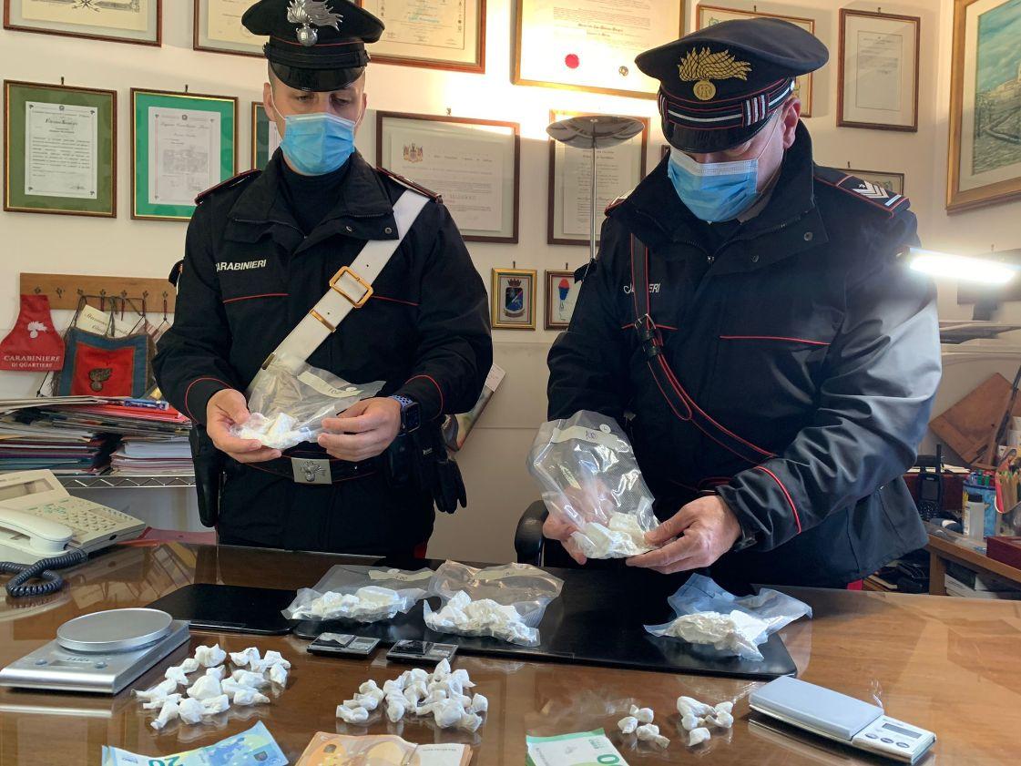 Carabinieri Civitavecchia, sequestrato oltre un chilo di cocaina purissima: coppia nei guai