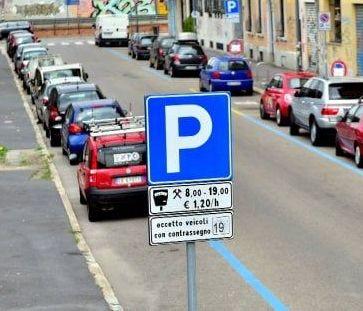 «Parcheggi a pagamento, vengano rispettati      i diritti dei pendolari che utilizzano il treno»